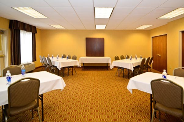 Holiday Inn Express & Suites Fort Atkinson