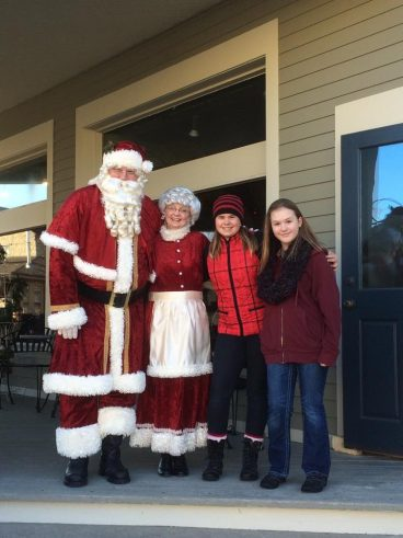 Santa & Mrs Claus and w girls who saw them on the street.