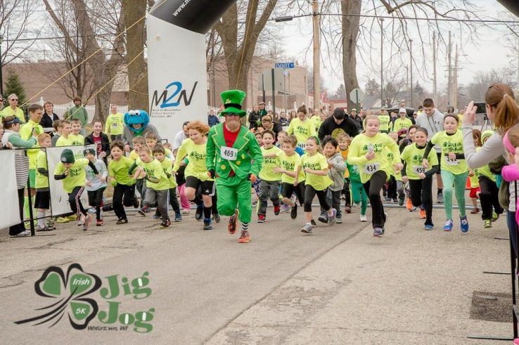Kids and leprechaun running in Jig Jog 5k