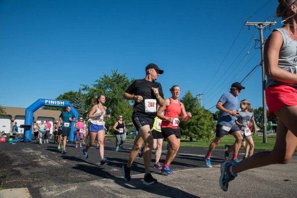 Runners running at the Cambridge Cannonball Run