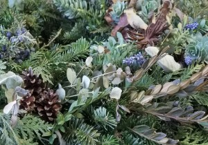 Evergreen Holiday Wreath with Natural Materials Workshop